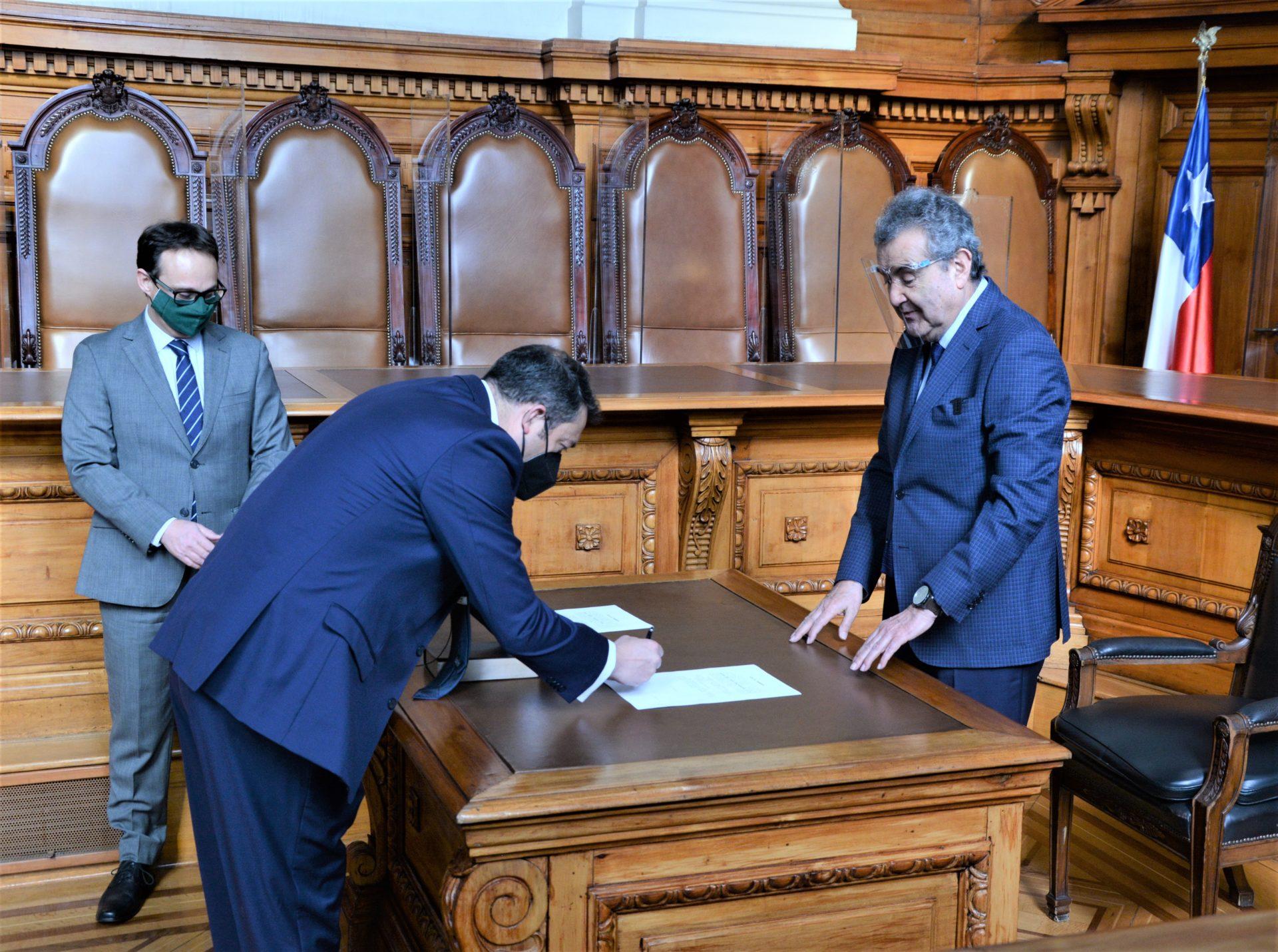 Cristián López Montecinos juró como ministro suplente en Ciencias del Segundo Tribunal Ambiental